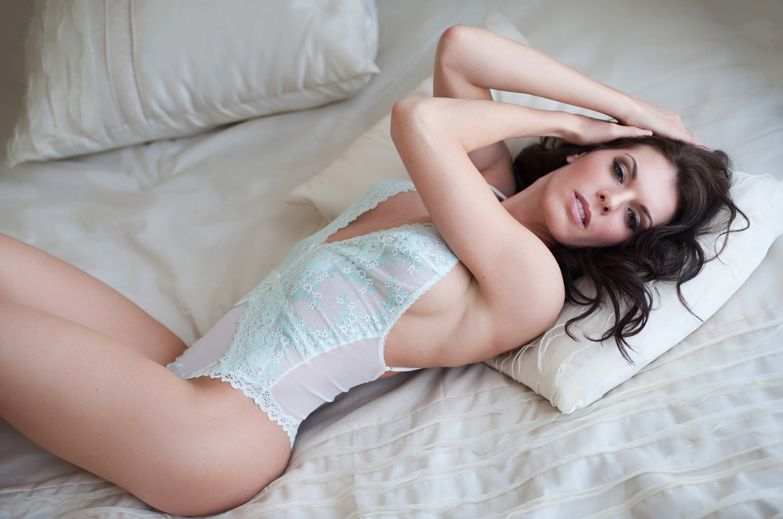 http://devinestudios.com/boudoir/wp-content/uploads/2016/02/12-781-page/beautiful-boudoir-photos-kansascity-missouri-1(pp_w1136_h754).jpg