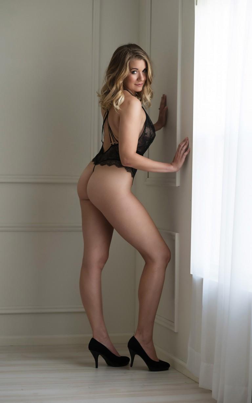 http://devinestudios.com/boudoir/wp-content/uploads/2016/02/12-781-page/kansas-boudoir-photos-sexy-black-lingerie-intimate-photography-1-768x1227.jpg