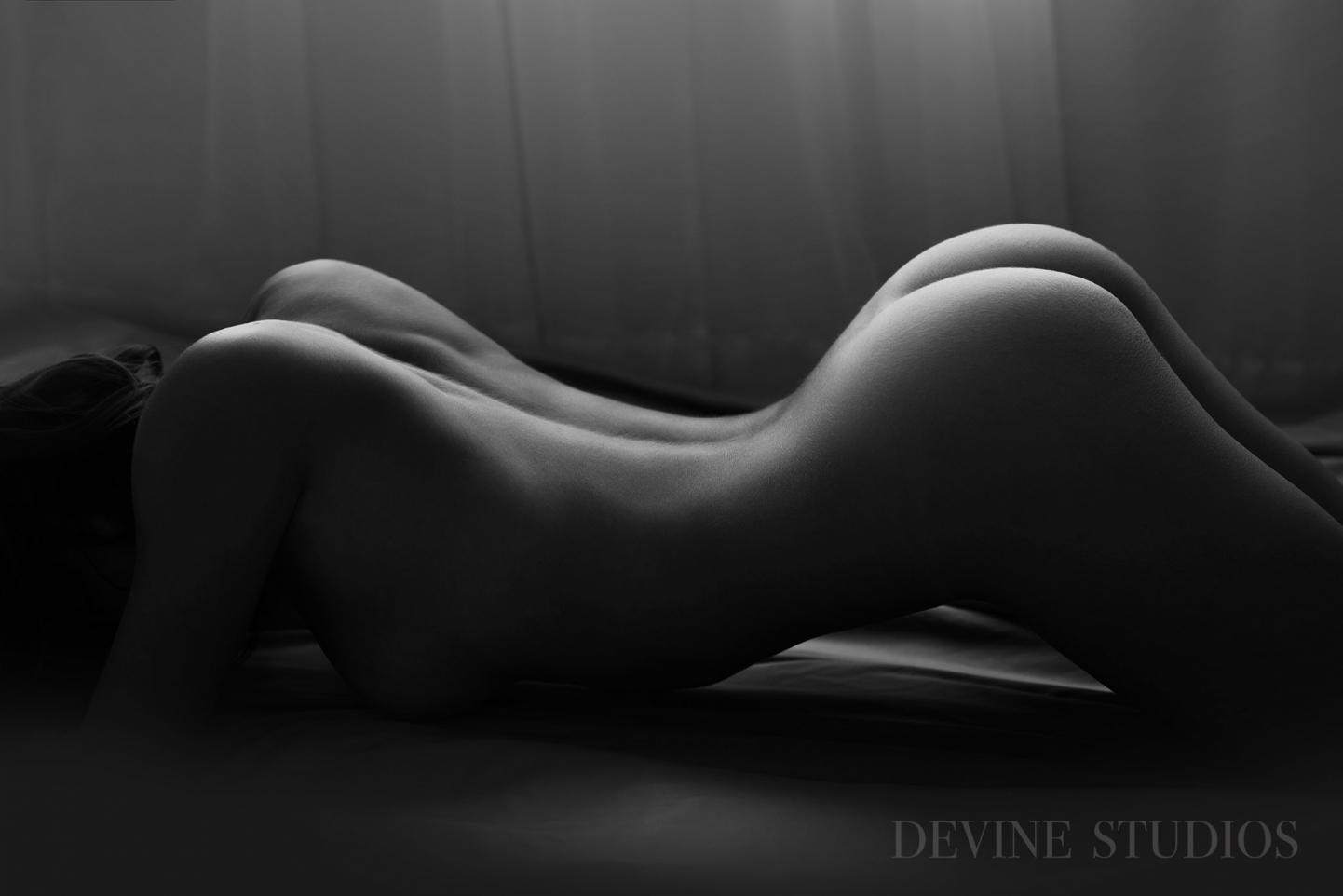 http://devinestudios.com/boudoir/wp-content/uploads/2016/11/Best-boudoir-kansas-city-missouri-photographer-5(pp_w1442_h962).jpg