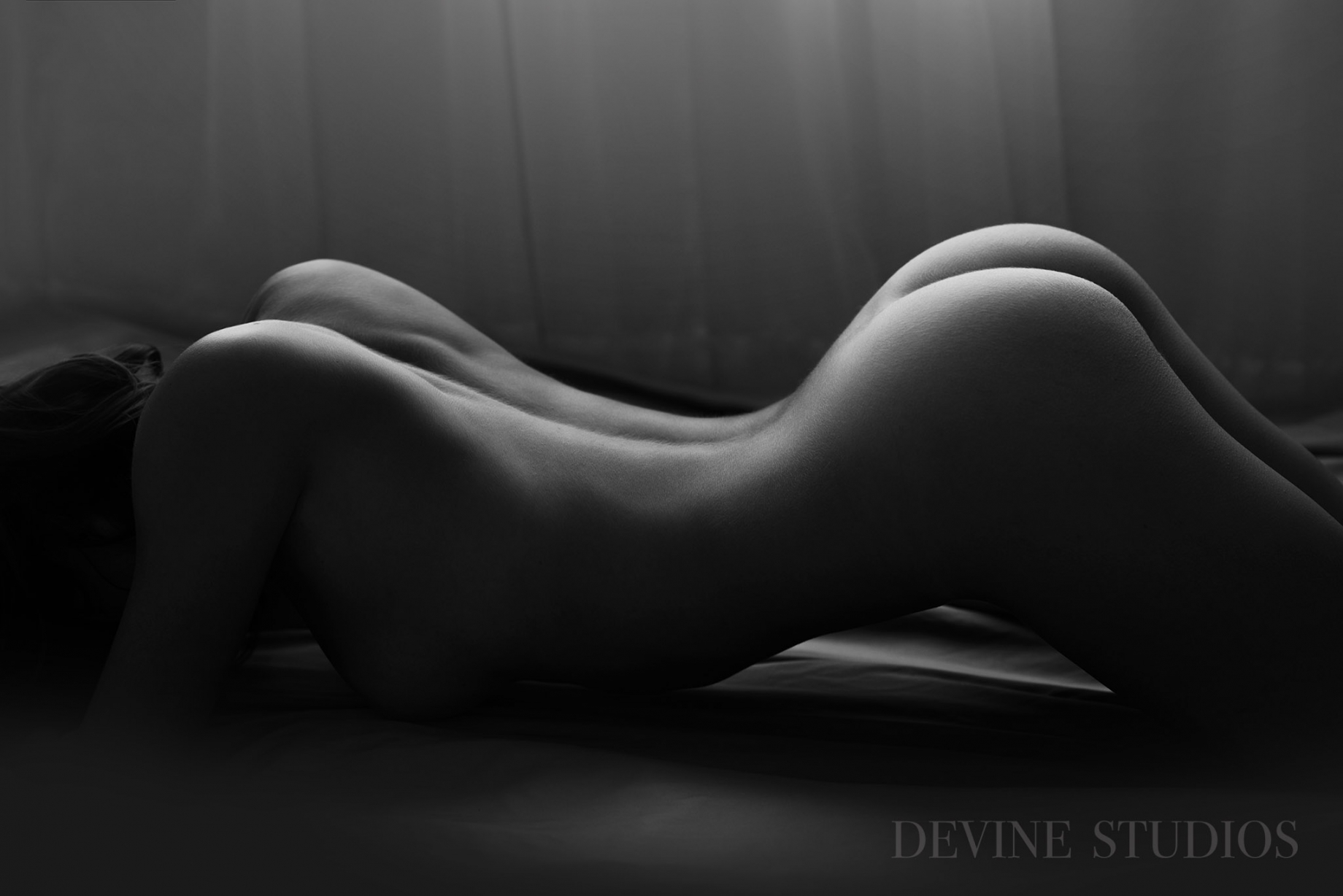 http://devinestudios.com/boudoir/wp-content/uploads/2016/11/Best-boudoir-kansas-city-missouri-photographer-5(pp_w1840_h1228).jpg